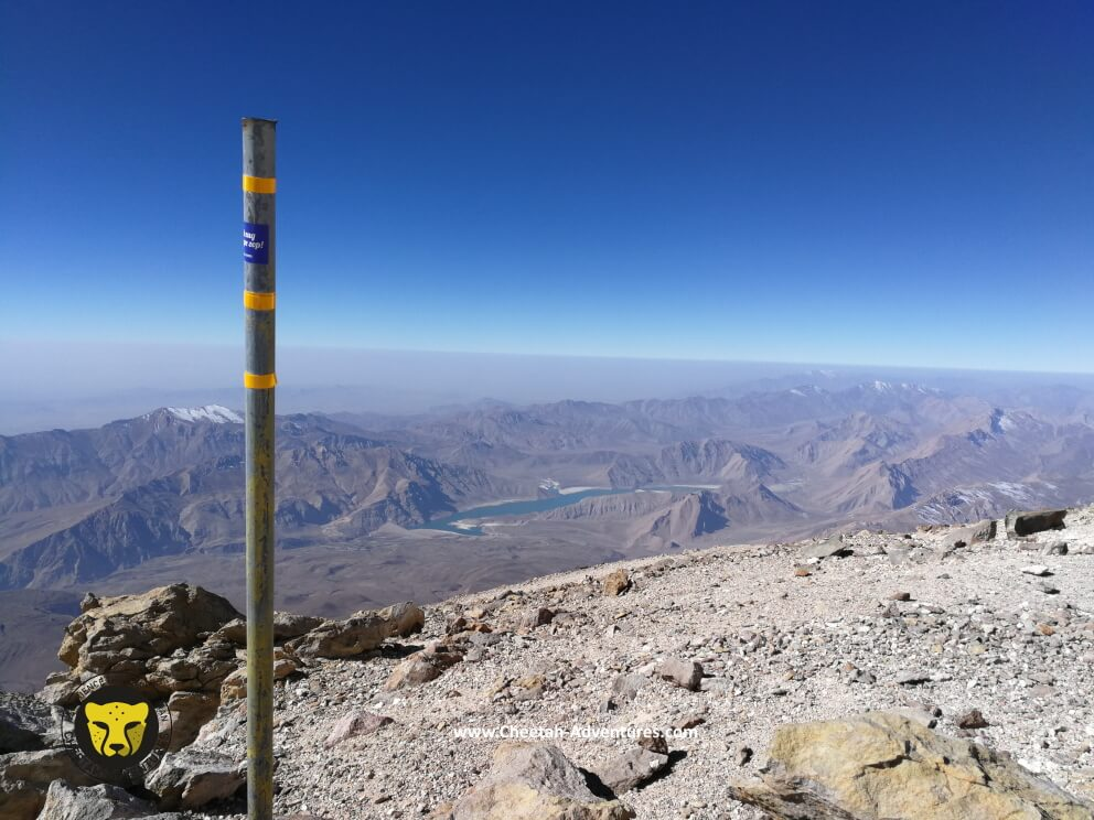 6-On the top of the fake summit, beginning of the sulfur hill at 5350m, Laar Lake at the background