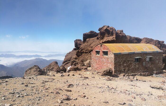 Damavand Mountain facts shelters huts Takht-e Fereidoun Shelter (4350m), North Eastern Route of Damavand
