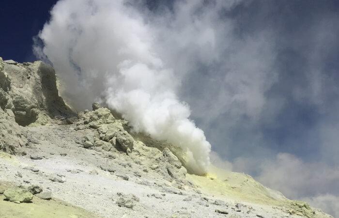 Mount Damavand mountain tour Damavand facts information Damavand Smoke Hole at 5550m