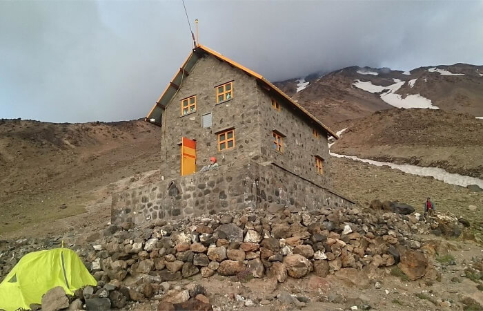 Simorgh shelter located on the western route at 4200 meters of altitude mount damavand mountain