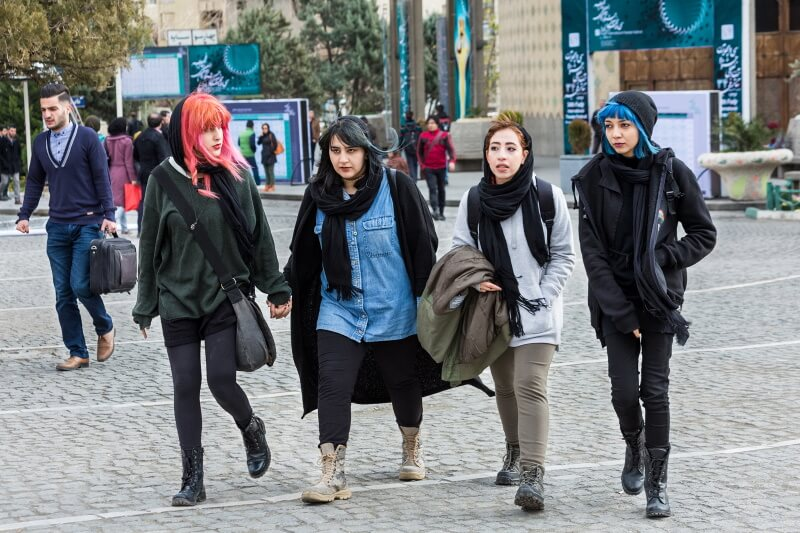 iran dress code fasion in Iran dressing female modern iranian women style 24