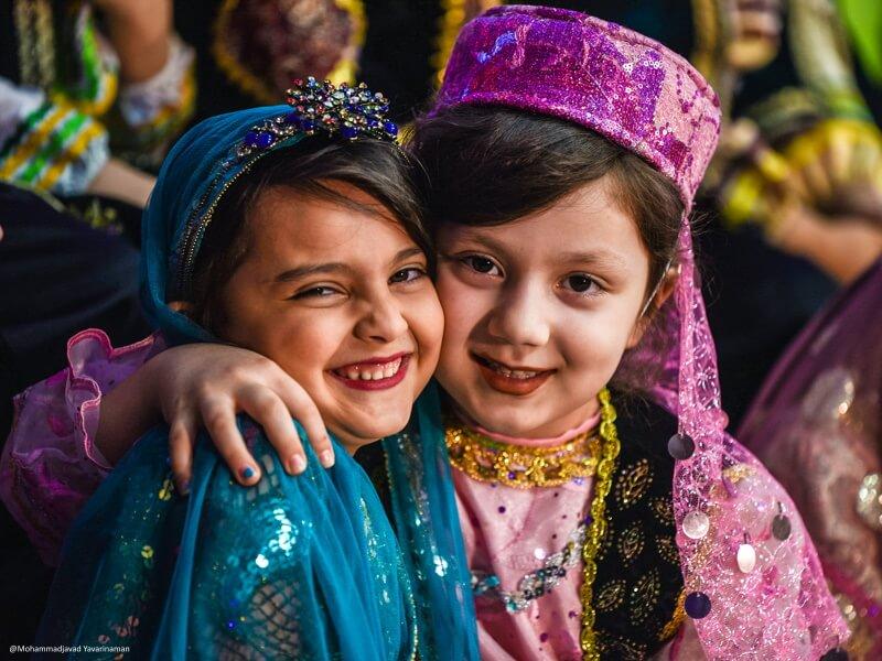 mohamadjavad-yavarinaman-Is iran safe iran desert tour iran tour package iran central desert iranian girls laughing persian women